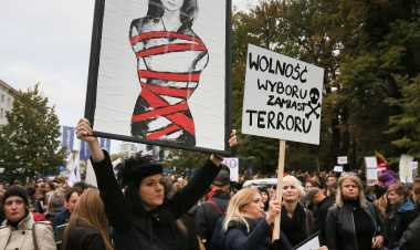 Thousands join Poland protests against strict abortion laws